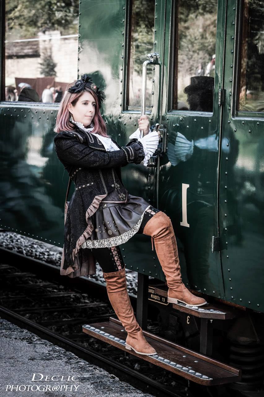 Steampunk Gril Train 1900