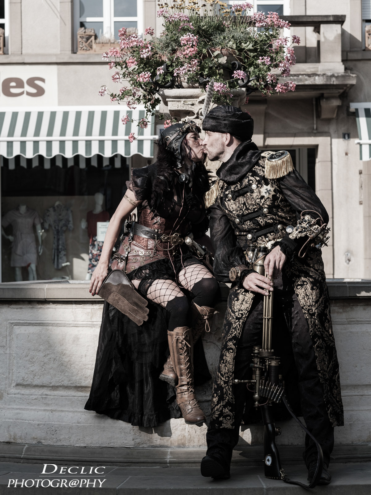 Steampunk couple bisous